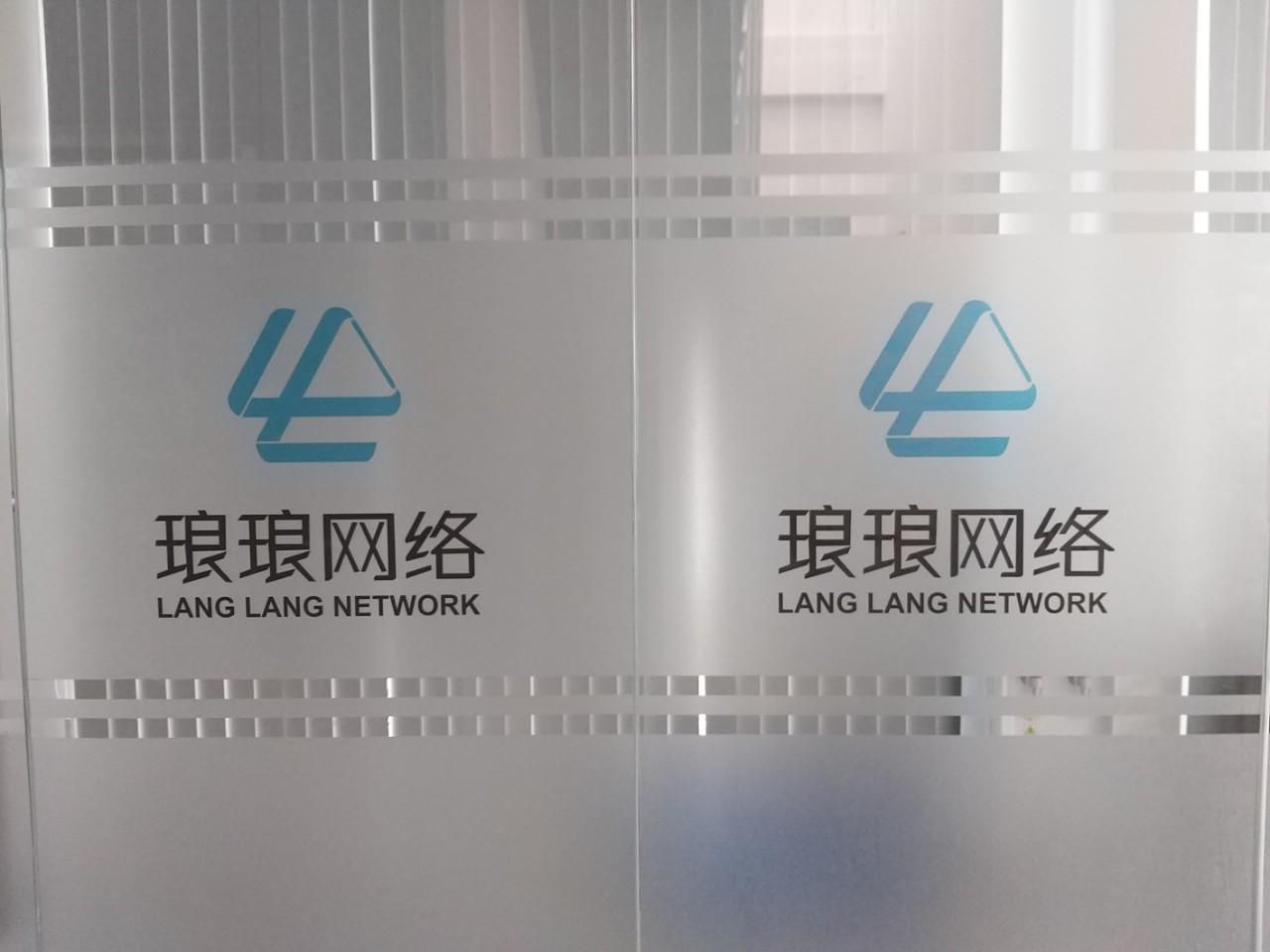 Dán kinh mờ văn phong in logo