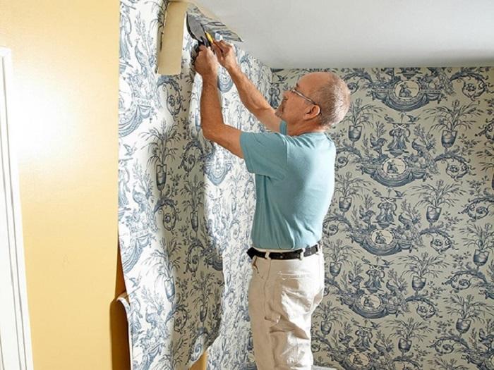 Thi công giấy dán tường có keo sẵn cực kỳ đơn giản tại nhà